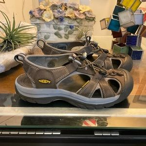KEEN WOMENS VENICE LEATHER SANDALS 7